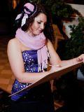 Художница шаржей на встрече гостей
